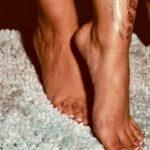 model feet worship